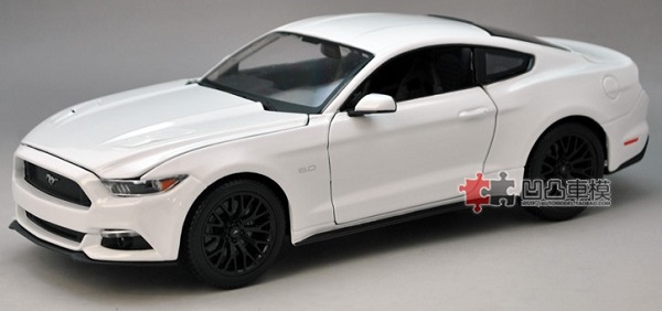 Pre Order โมเดลรถ Ford Mustang 2015 ขาว 1:18 รุ่นหายาก ขายดี มีโปรโมชั่น