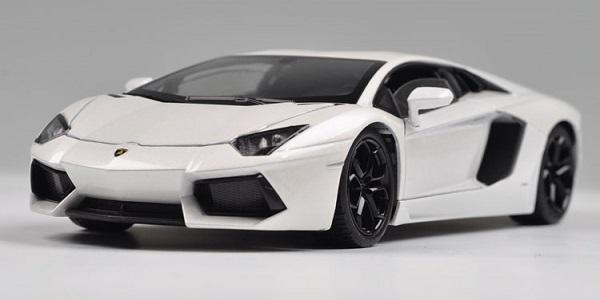 พรีออเดอร์ โมเดลรถเหล็ก โมเดลรถยนต์ Lamborghini Aventador LP700-4 ขาว 1:24 หายาก