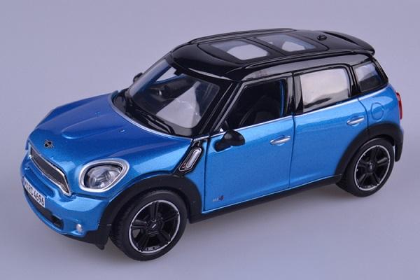 ขาย pre order โมเดลรถยนต์ BMW Mini Countryman 1:24 สีน้ำเงิน หลังคาดำ มี โปรโมชั่น