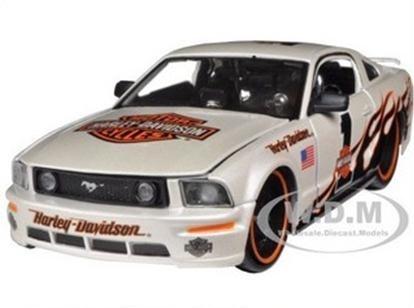 พรีออเดอร์ รถเหล็ก รถโมเดล US 2006 Ford Mustang GT NO 1 สีขาว harley special edition Maisto สเกล 1:24