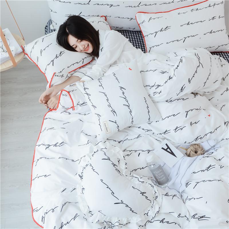 ผ้าปูที่นอนลายตัวหนังสือ ลายสก๊อต สีขาว-ดำ