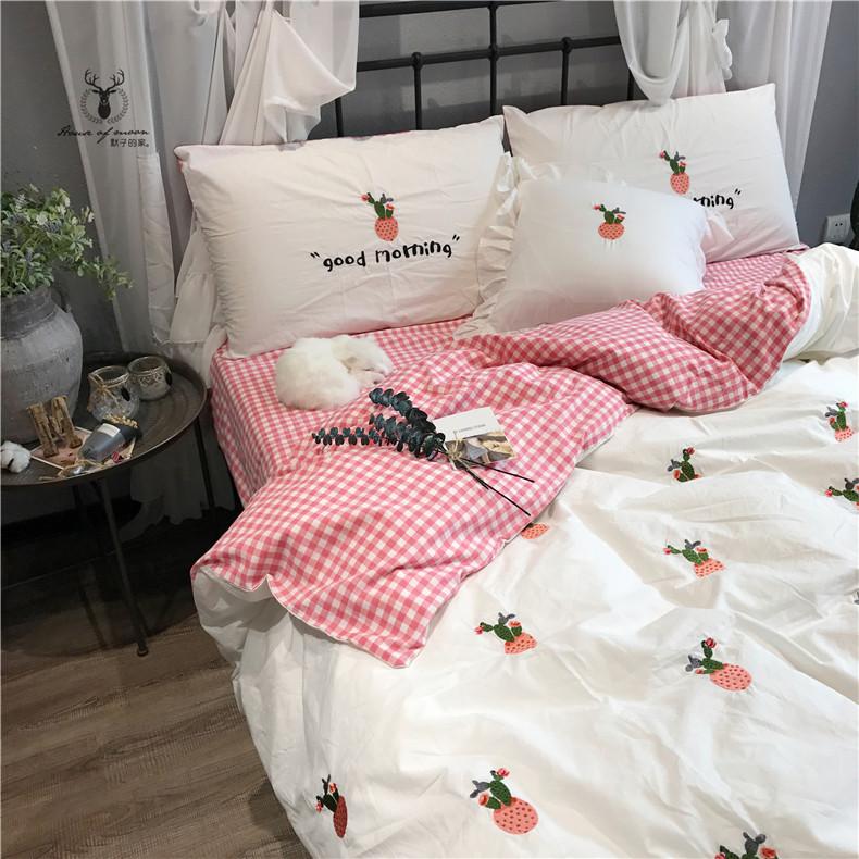 ผ้าปูที่นอน งานปักลายตะบองเพชร ลายสก๊อต