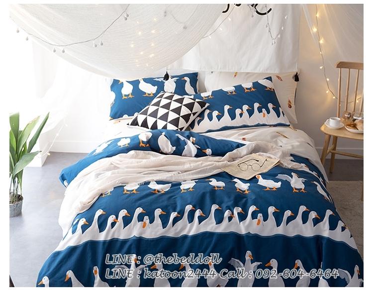 ผ้าปูที่นอน ลายเป็ด-ขนนก สีน้ำเงิน-ครีม