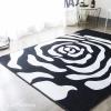 พรมผืนใหญ่ พรมห้องนั่งเล่น ลายดอกไม้ สีขาว-ดำ