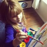 ให้โอกาสลูกได้หัดขีดเขียนบ้าง เพื่อเพิ่มศิลปะและพัฒนาการ