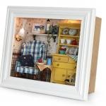 DIY Cabin Mini Photo Frame.. . กรอบรูปไม้สีขาวตกแต่งด้วยไฟและจัดวางของใช้ภายในบ้านอย่างสวยงาม