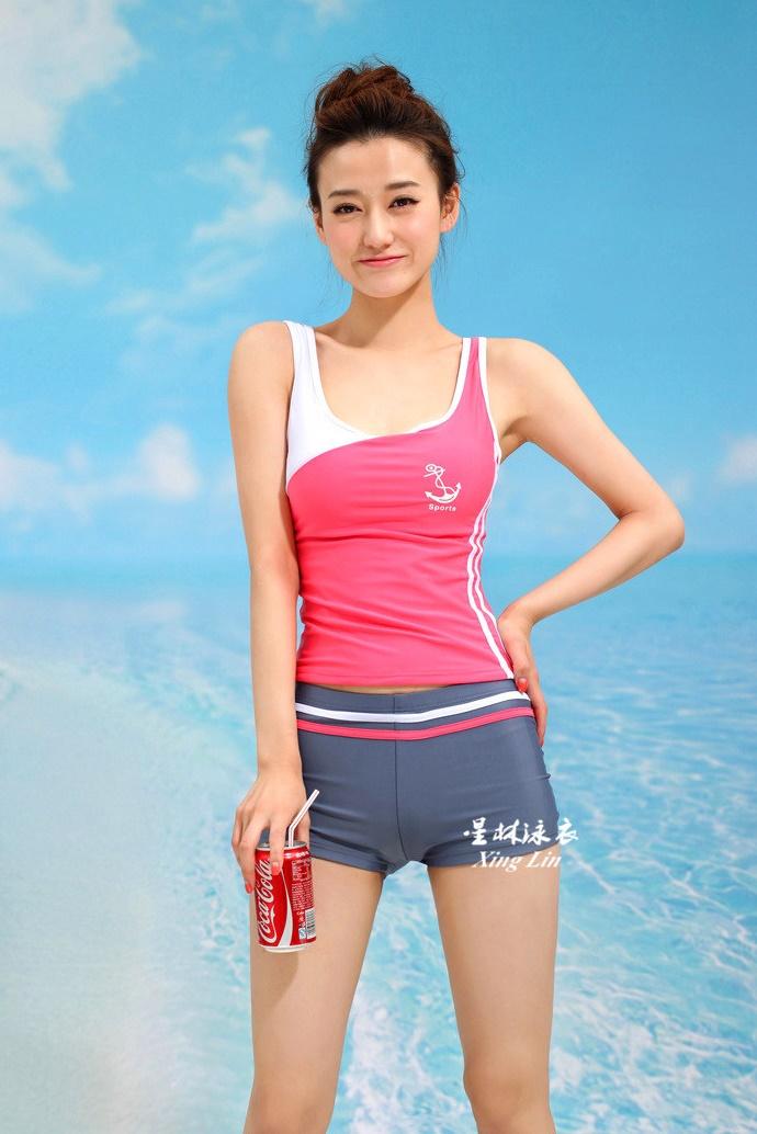 ชุดว่ายน้ำ แบบสปอร์ต กางเกงขาสั้น เสื้อกล้าม สีชมพู