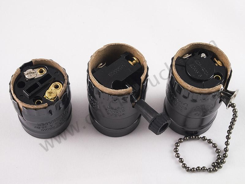 น๊อตของขั้วหลอดไฟวินเทจในแต่ละแบบ จะมีอยู่สองตัว ให้ต่อสายไฟเข้าน๊อตสองตัวนี้